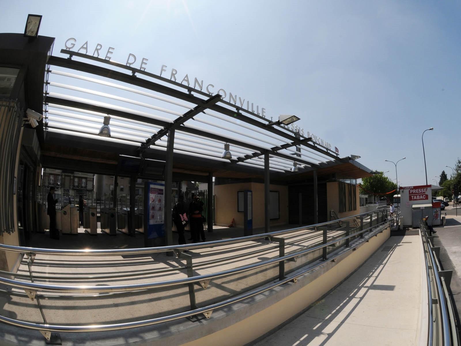 Gare de franconville le plessis bourchard horaires - Horaire piscine l isle adam ...